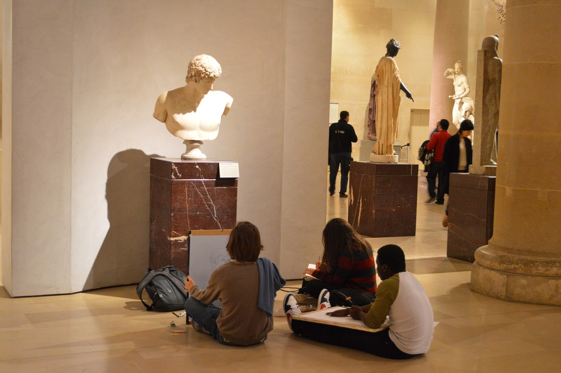 Students sketching in the Louvre Paris TurnipseedTravel.com