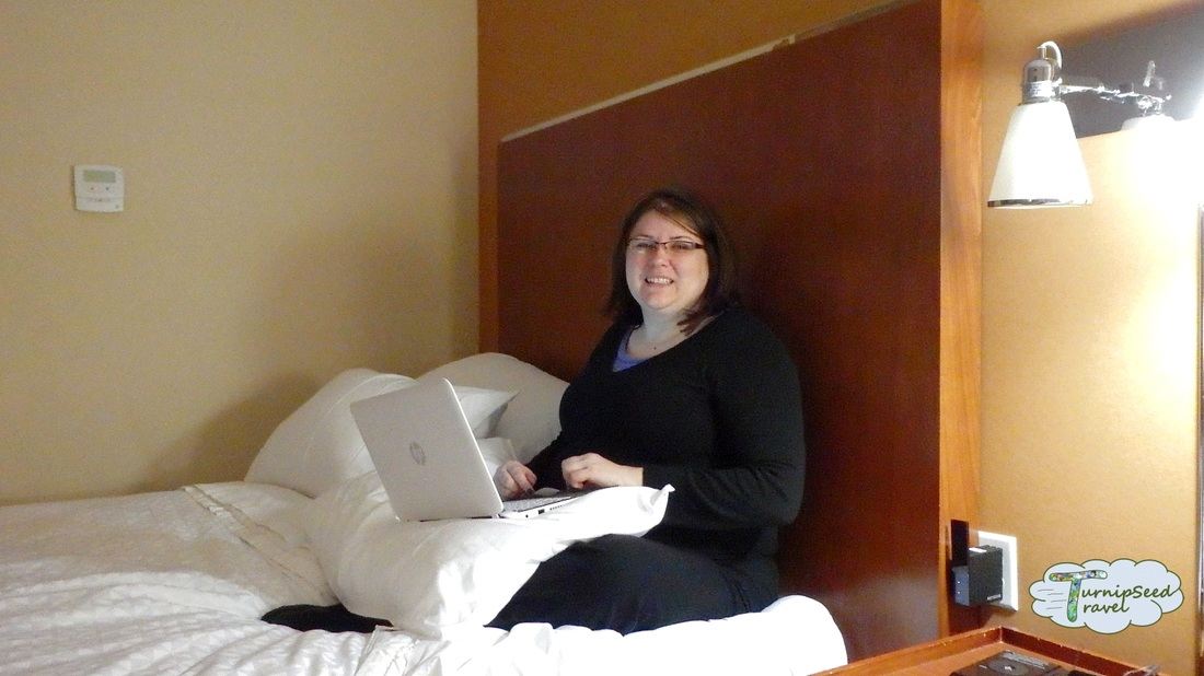 Four Points by Sheraton Calgary Airport bed.
