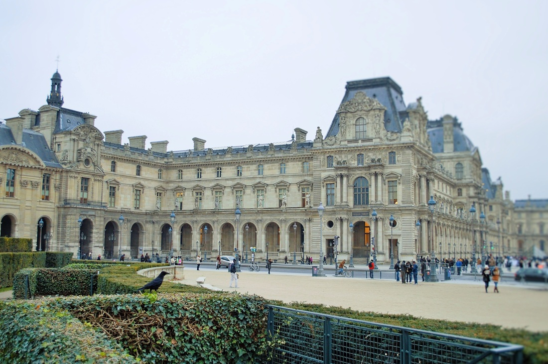 Green hedges and gardens outside the Louvre Paris TurnipseedTravel.com